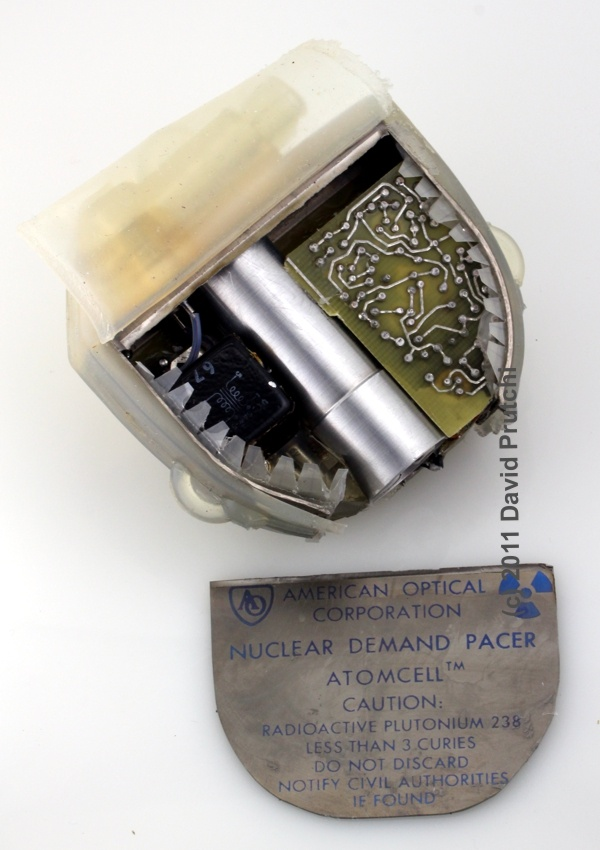 Internal assembly of the American Optical nuclear demand pacemaker