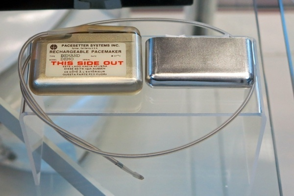 Demo of a rechargeable Pacesetter pacemaker at the Udvar-Hazy Center.  www.implantable-device.com, David Prutchi PhD